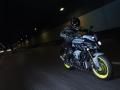 2016-Yamaha-MT-10-EU-Night-Fluo-Action-007
