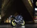 2016-Yamaha-MT-10-EU-Night-Fluo-Static-002