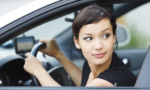 Parkowanie równoległe ? Jak uniknąć stłuczki?