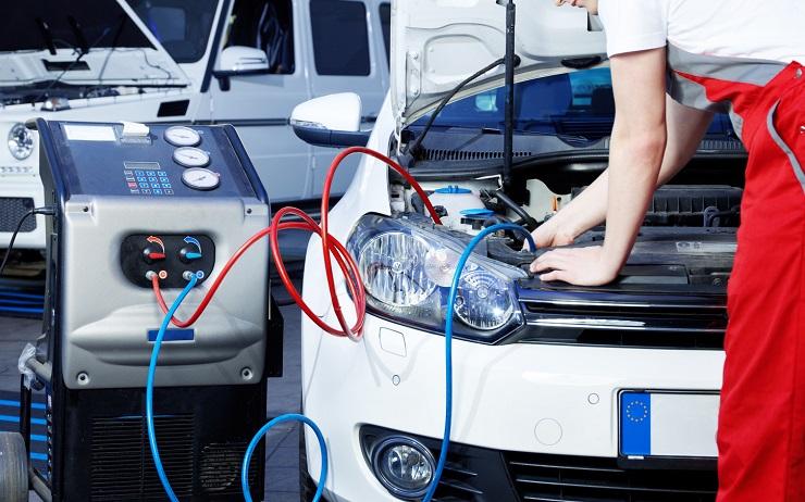 Serwisowanie klimatyzacji samochodowej – czy to konieczne?